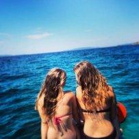 kobiety na brzegu morza
